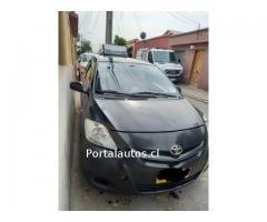 Taxi colectivo Toyota Yaris con Derechos